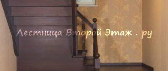 Дубовая П-образная лестница 180 градусов с забежными ступенями и прямой площадкой