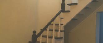 Фото Г-образная деревянная лестница с забежными ступенями на косоуре