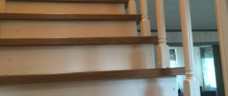 Фото бетонная лестница на второй этаж отблицованная деревом