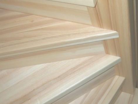 Фото лестницы из ясеня на заказ