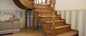 Комбинированная (лиственница/сосна) Г-образная лестница 90 градусов с площадкой