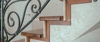 Комбинированная (дуб/сосна) облицовка П-образной бетонной лестницы с забежными ступенями