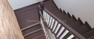 Облицовка П-образной лестницы с площадкой лиственницей