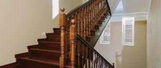 Комбинированная (дуб/сосна) облицовка П-образной лестницы с площадкой