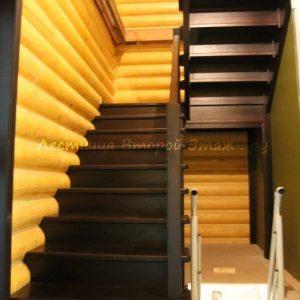 Комбинированная (лиственница/сосна) П-образная лестница 180 градусов с площадкой