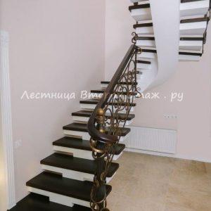 Облицовка П-образной бетонной лестницы лиственницей