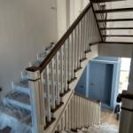 Отделка (обшивка) бетонной лестницы деревом в Королеве
