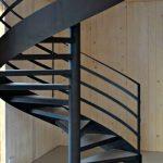Металлическая винтовая (спиральная) лестница из листа металла и профильной трубы